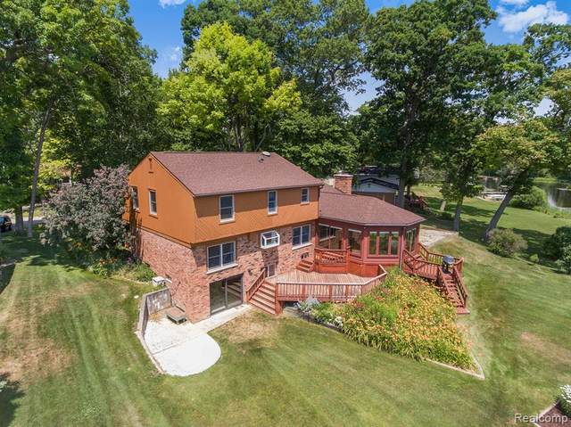 1157 Duckwood Court, White Lake Twp, MI 48383 (#2200052560) :: RE/MAX Nexus