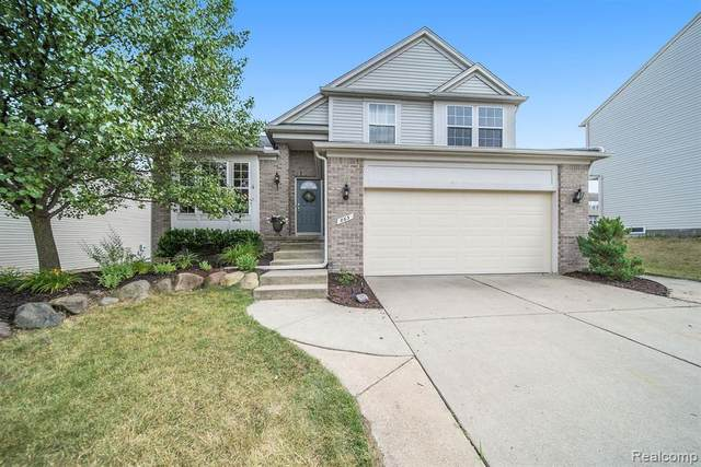 863 Canyon Creek Drive, Holly Twp, MI 48442 (#2200052605) :: The BK Agency