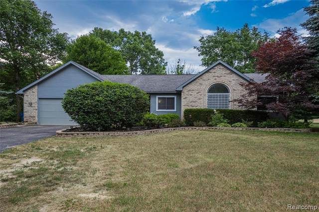 863 Golden Drive, White Lake Twp, MI 48386 (#2200052621) :: RE/MAX Nexus