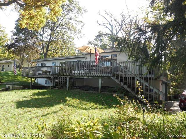 220 Oak Island, Wolverine Lake Vlg, MI 48390 (#2200052881) :: GK Real Estate Team