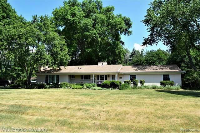 1043 Westview Road, Bloomfield Twp, MI 48304 (#2200052906) :: BestMichiganHouses.com