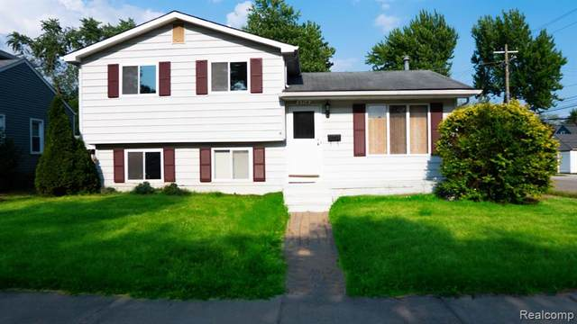 3714 Prairie Avenue, Berkley, MI 48072 (#2200053064) :: Alan Brown Group