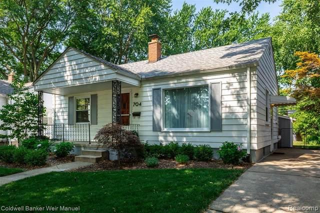 704 S Kenwood Ave, Royal Oak, MI 48067 (#2200053135) :: BestMichiganHouses.com