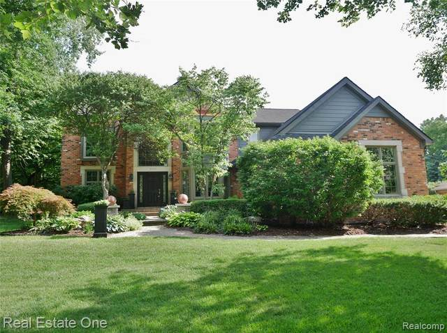 5543 Whitfield Drive, Troy, MI 48098 (#2200053164) :: The Mulvihill Group