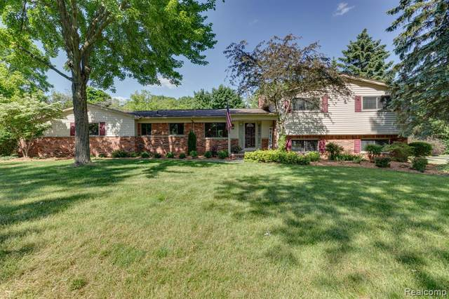 5193 Kellen Lane, Bloomfield Twp, MI 48302 (#2200053189) :: Alan Brown Group