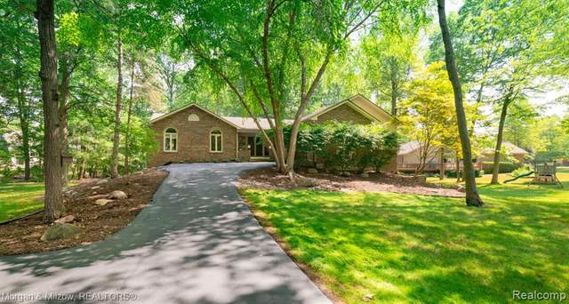 5923 Misty Hill Court, Independence Twp, MI 48346 (#2200053207) :: The Mulvihill Group