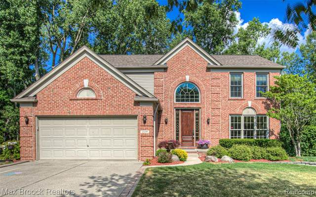 2139 Peachtree Court, West Bloomfield Twp, MI 48324 (#2200053233) :: Alan Brown Group