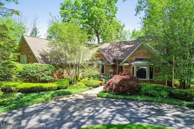 3918 Oakhills Drive, Bloomfield Twp, MI 48301 (#2200053318) :: Alan Brown Group