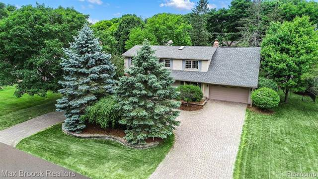 7380 Saint Auburn Drive, Bloomfield Twp, MI 48301 (#2200053324) :: Alan Brown Group