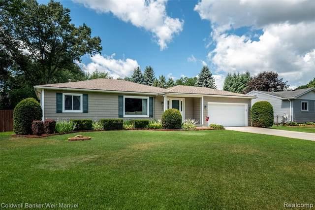 3175 Jennella Drive, Commerce Twp, MI 48390 (#2200053420) :: GK Real Estate Team