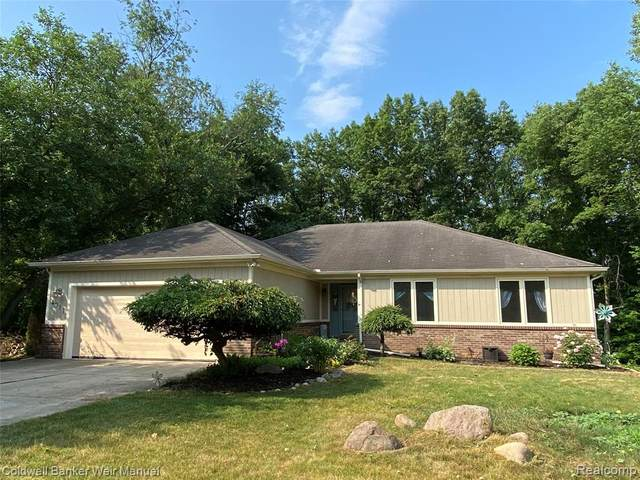 4911 Whitlow Court, Commerce Twp, MI 48382 (#2200053484) :: RE/MAX Nexus