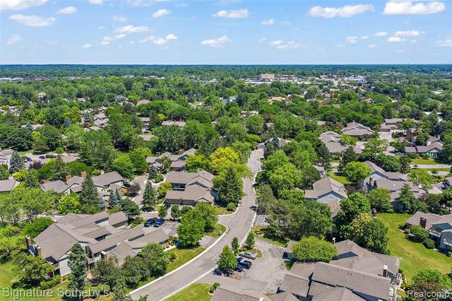 7429 S Pebble Point N, West Bloomfield Twp, MI 48322 (#2200053489) :: Alan Brown Group