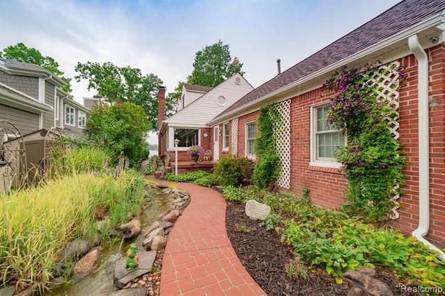 4075 Lakewood Drive, Waterford Twp, MI 48329 (#2200053513) :: GK Real Estate Team