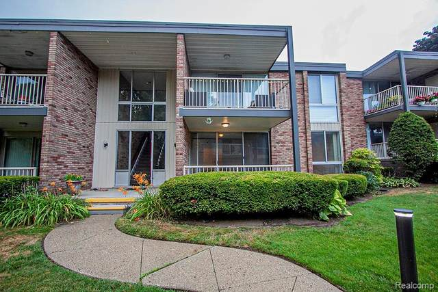 4043 W Maple Rd #102, Bloomfield Twp, MI 48301 (#2200053520) :: Alan Brown Group