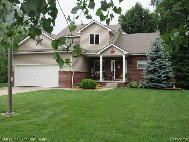 501 Forest Hill Drive, Brandon Twp, MI 48371 (#2200053551) :: The Mulvihill Group