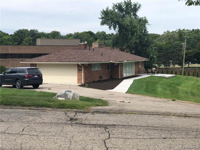 870 N Pemberton Road, Bloomfield Twp, MI 48302 (#2200053588) :: Alan Brown Group