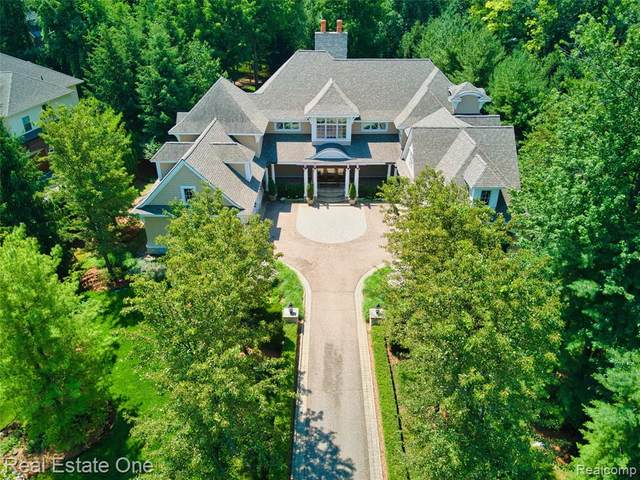 2731 Turtle Lake Drive, Bloomfield Twp, MI 48302 (MLS #2200053713) :: The John Wentworth Group