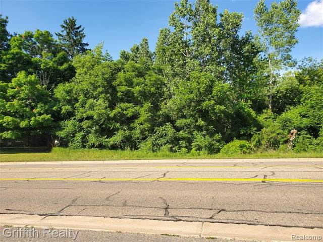 4930 Grand River Ave, Howell, MI 48855 (MLS #2200053866) :: The John Wentworth Group