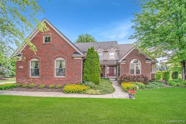 1018 Saint Andrews, Highland Twp, MI 48357 (MLS #2200053914) :: The John Wentworth Group