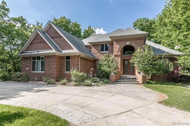 2490 Island View Drive, West Bloomfield Twp, MI 48324 (#2200053925) :: Alan Brown Group