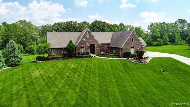 2442 Meadow Court, Addison Twp, MI 48367 (#2200054019) :: The Mulvihill Group