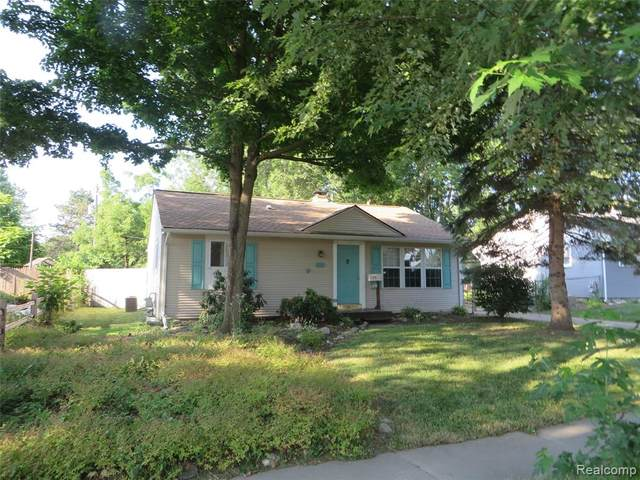 815 Riddle Street, Howell, MI 48843 (#2200054228) :: The Mulvihill Group