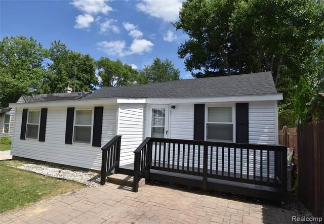 8569 Bass Avenue, Dexter Twp, MI 48169 (#2200054360) :: Duneske Real Estate Advisors