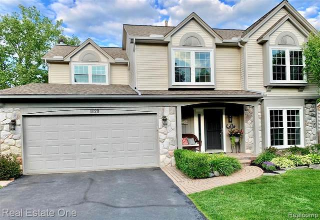 1129 Woodbriar Drive, Oxford Twp, MI 48371 (#2200054432) :: The Mulvihill Group