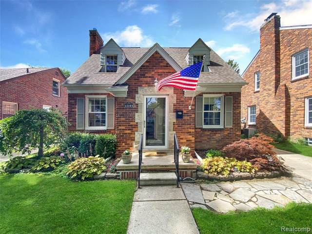 1341 Roslyn Road, Grosse Pointe Woods, MI 48236 (#2200054702) :: Novak & Associates