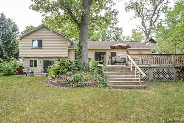 101 Mill Street, White Lake Twp, MI 48386 (MLS #2200054946) :: The John Wentworth Group