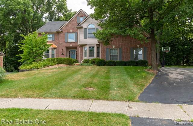 39800 London Court, Northville, MI 48167 (#2200055268) :: BestMichiganHouses.com
