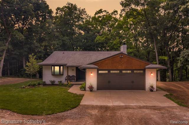 4242 Bauer Road N, Genoa Twp, MI 48116 (#2200055612) :: The Mulvihill Group