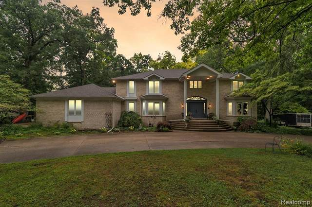 3400 Morrow Lane, Milford Twp, MI 48381 (#2200055876) :: Novak & Associates