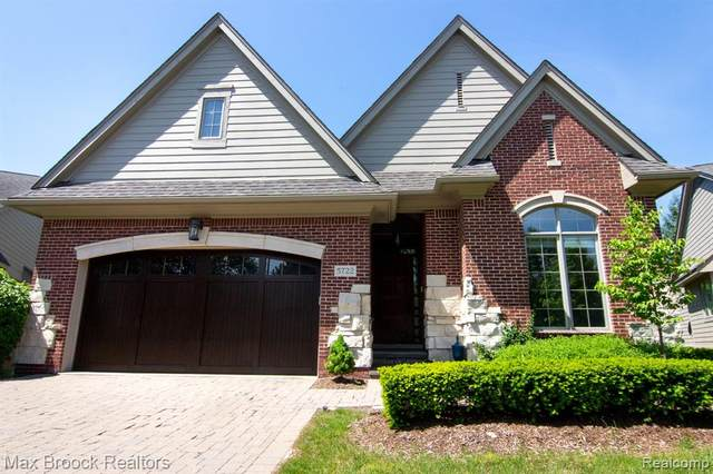 5722 Pembrooke Crossing, West Bloomfield Twp, MI 48322 (#2200055941) :: The Mulvihill Group