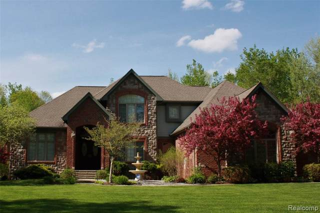 5542 Clarkston Road, Independence Twp, MI 48348 (MLS #2200056211) :: The John Wentworth Group