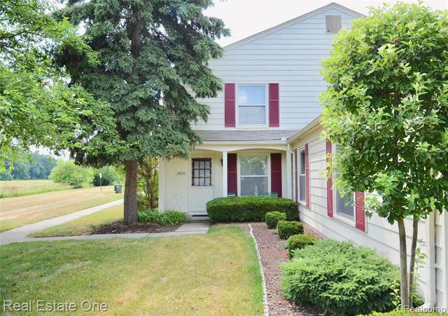 2925 Rockford Court, Orion Twp, MI 48360 (#2200056237) :: The BK Agency
