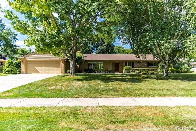 34060 Alta Loma Drive, Farmington, MI 48335 (#2200056845) :: Novak & Associates