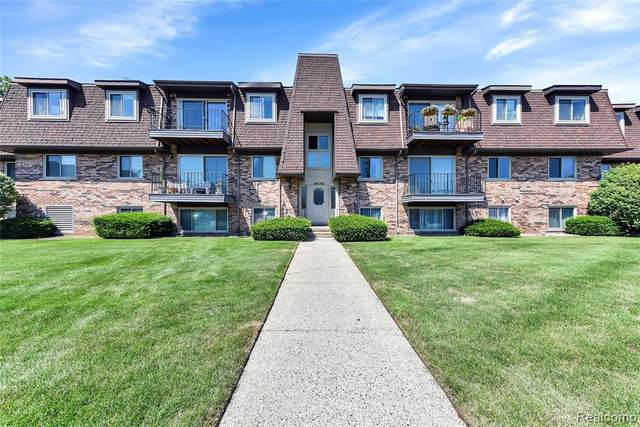 412 Riviera Drive, Saint Clair Shores, MI 48080 (#2200057450) :: Novak & Associates