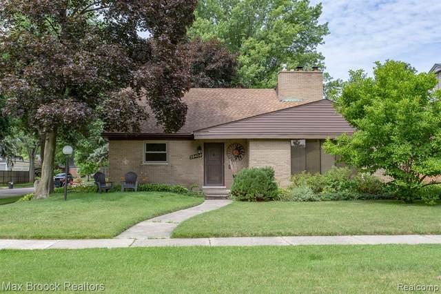 25403 Scotia Road, Huntington Woods, MI 48070 (#2200057457) :: Keller Williams West Bloomfield