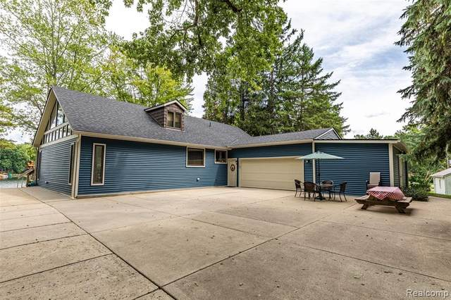 15281 Longfellow Drive, Argentine Twp, MI 48418 (MLS #2200058199) :: The John Wentworth Group