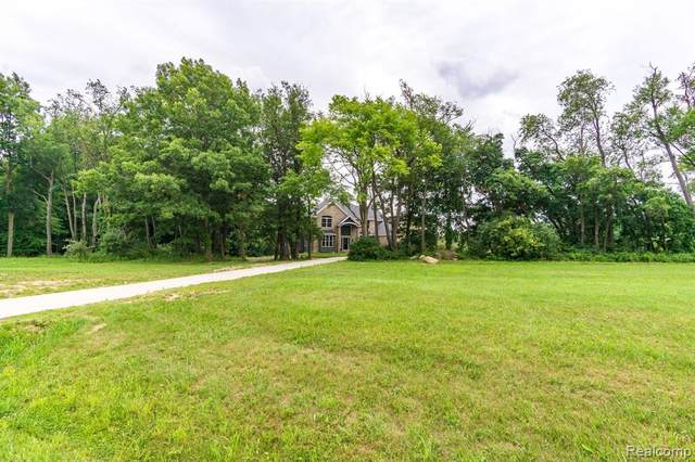 12715 Meadow View Circle, Groveland Twp, MI 48442 (#2200059411) :: Novak & Associates
