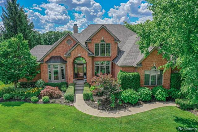 897 Gleneagles, Highland Twp, MI 48357 (MLS #2200059569) :: The John Wentworth Group
