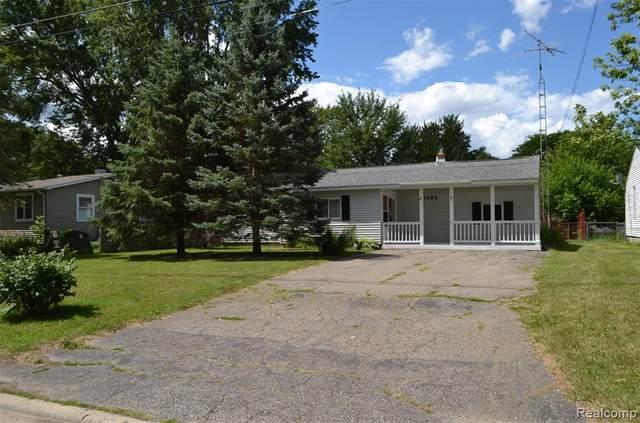 1486 Packard Avenue, Burton, MI 48509 (#2200059682) :: Novak & Associates