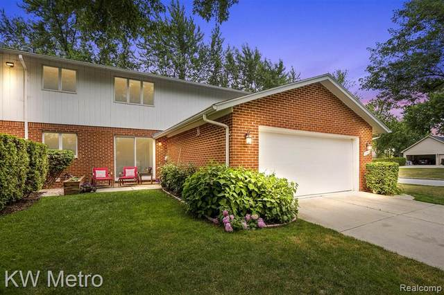 42712 Elizabeth Circle, Clinton Twp, MI 48038 (#2200060066) :: The Mulvihill Group