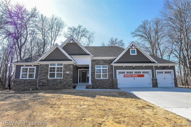 19 Timberleaf, Brighton Twp, MI 48114 (#2200060069) :: The Alex Nugent Team | Real Estate One