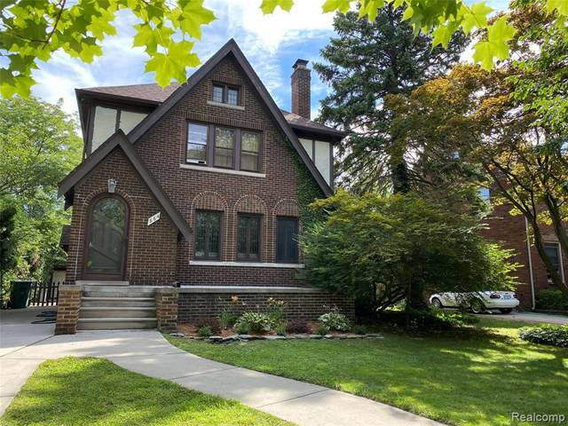 864 Lakepointe Street, Grosse Pointe Park, MI 48230 (MLS #2200060608) :: The John Wentworth Group