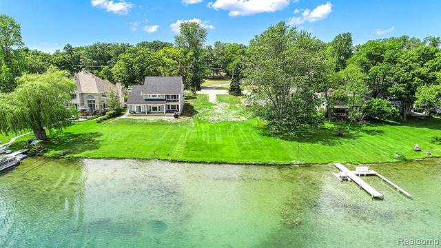 6413 Alden Drive, West Bloomfield Twp, MI 48324 (#2200060784) :: The Alex Nugent Team | Real Estate One