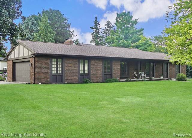 5165 Glengate Road, Oakland Twp, MI 48306 (#2200060891) :: The Alex Nugent Team | Real Estate One
