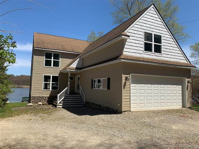 5421 Wayne Road, White Lake Twp, MI 48383 (MLS #2200061319) :: The John Wentworth Group