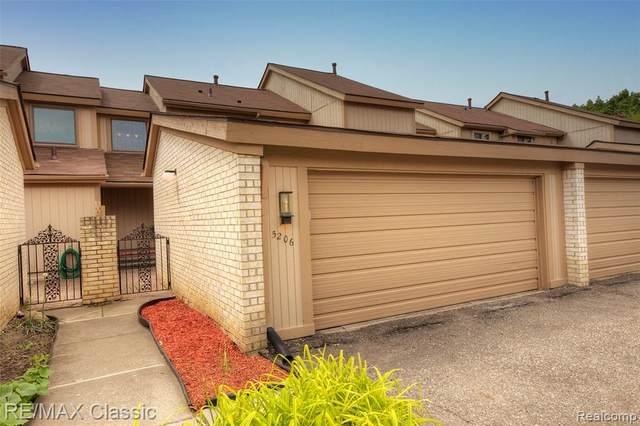 5206 Richard Run #23, West Bloomfield Twp, MI 48322 (#2200061411) :: The Alex Nugent Team | Real Estate One